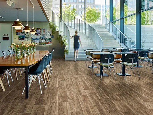 Eternal de Luxe floor with planks of wood design