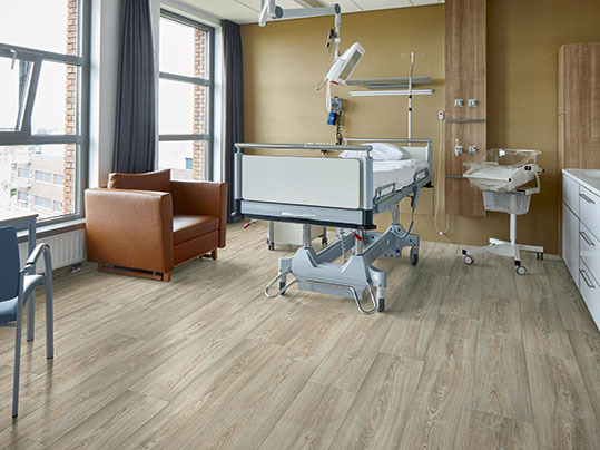 Surestep Wood 18372 in hospital patient are
