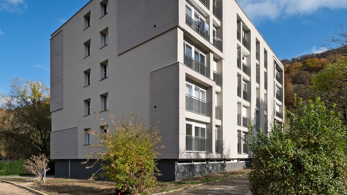 Habitat 25 - Réalisation de logements en PVC pose sans colle