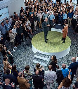 Flotex - der leistungsstarke Textilboden: Pressekonferenz in Paris mit Philippe Starck