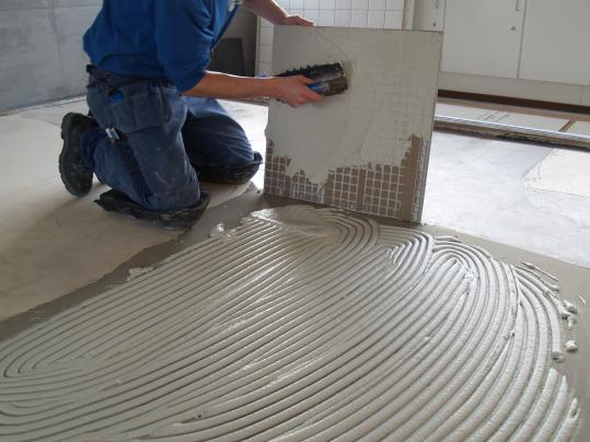 Tegels 100x100 Prijs : Verlijmen van grootformaat tegels forbo eurocol nederland b v