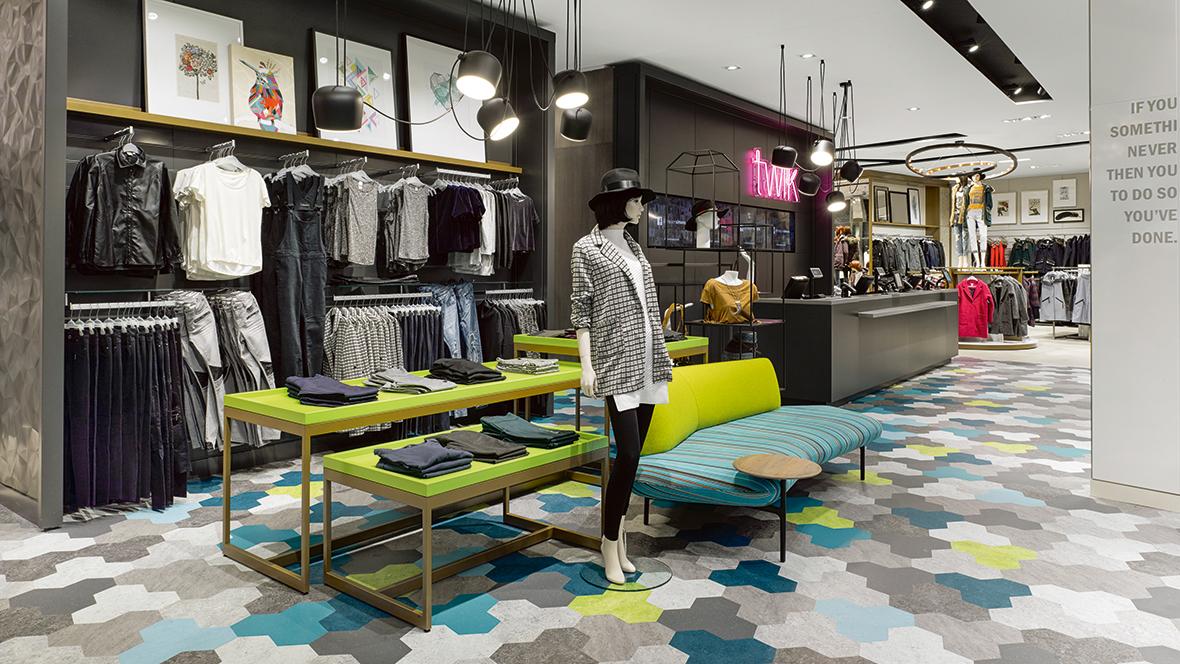 Simon---Retail-Store