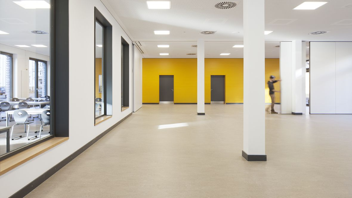 Forbo_Grundschule-Fichteschule_Hannover_1180x664 (3)