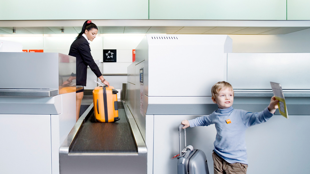 Logistics: Forbo Siegling Transilon baggage conveyor belt in check-in area.