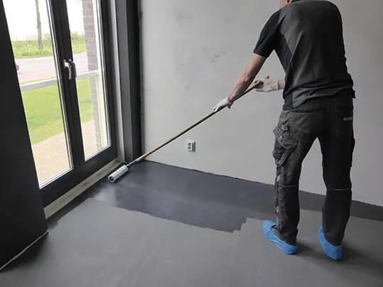 390 FloorColouring_Installation_Lack