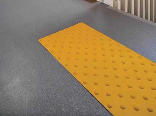 Revêtement de sol pour escalier, bande podotactile | Forbo Flooring Systems
