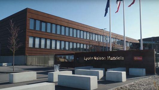 Revêtement de sol naturel linoléum dans l'enseignement, lycée   Forbo Flooring Systems