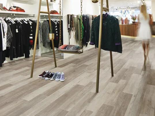 Revêtement de sol LVT en lames et dalles commerces, boutiques | Forbo Flooring Systems