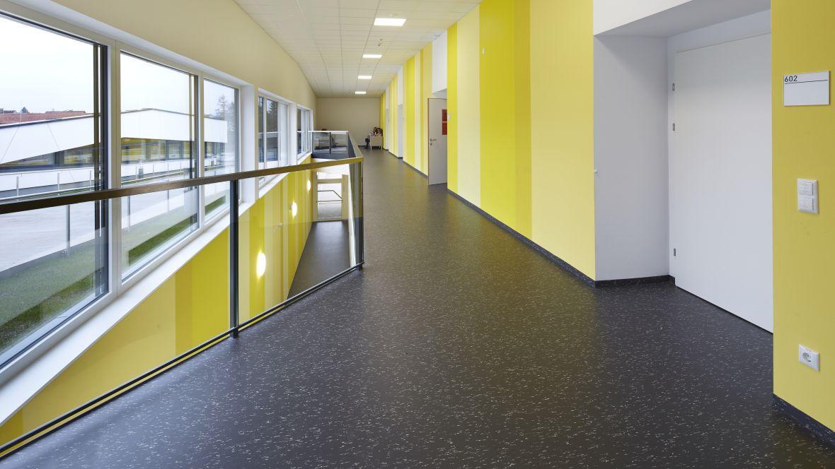 Forbo_Bundesrealgymnasium_Traun_Fotograf_Matthias-Groppe_Paderborn_5306_5305_1180x664_(003).jpg