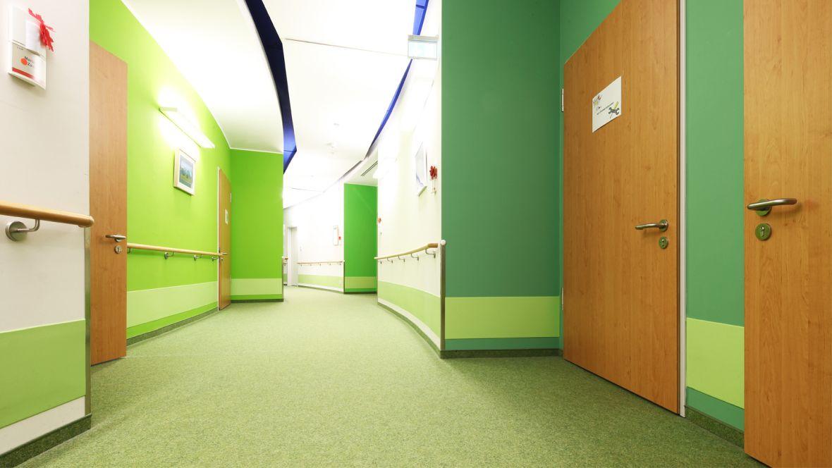Forbo_Evangelisches-Pflegezentrum-Baierbrunner_Sendling_Fotograf_Holger-Weiß_München_1180x664_(001).jpg