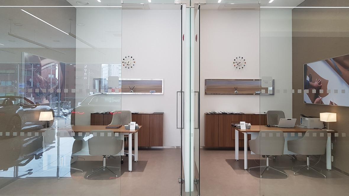 Jaguar Dongdaemun Showroom - Korea