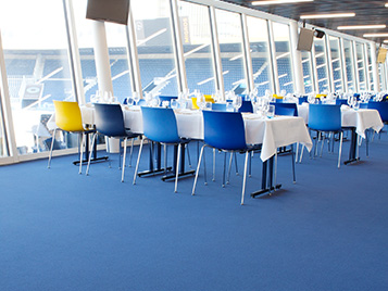 Blauer Flotex im VIP Bereich eines Fussballstadiums