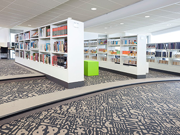 Gastro, Hotels, Freizeit: Forbo Nadelvlies Boden in einer Bibliothek.
