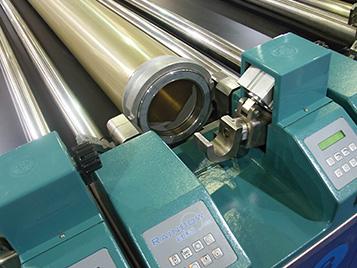 Textil: Forbo Siegling Druckbänder werden in Textilanlagen für den Transport von Stoffbahnen zum Bedrucken von Texitilien eingesetzt.