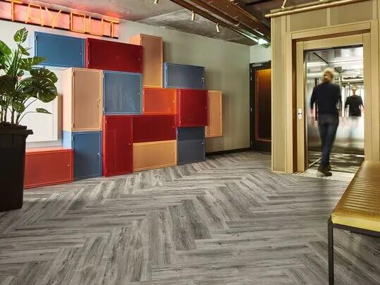Bien choisir son revêtement de sol acoustique LVT | Forbo Flooring Systems