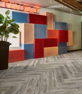 Revêtement de sol LVT acoustique à poisser | Forbo Flooring Systems