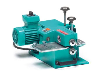 Peeling and splitting machine