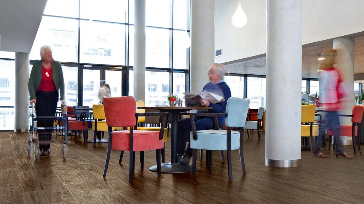 Sarlon akustikgolv från Forbo Flooring Systems inom äldreomsorgen