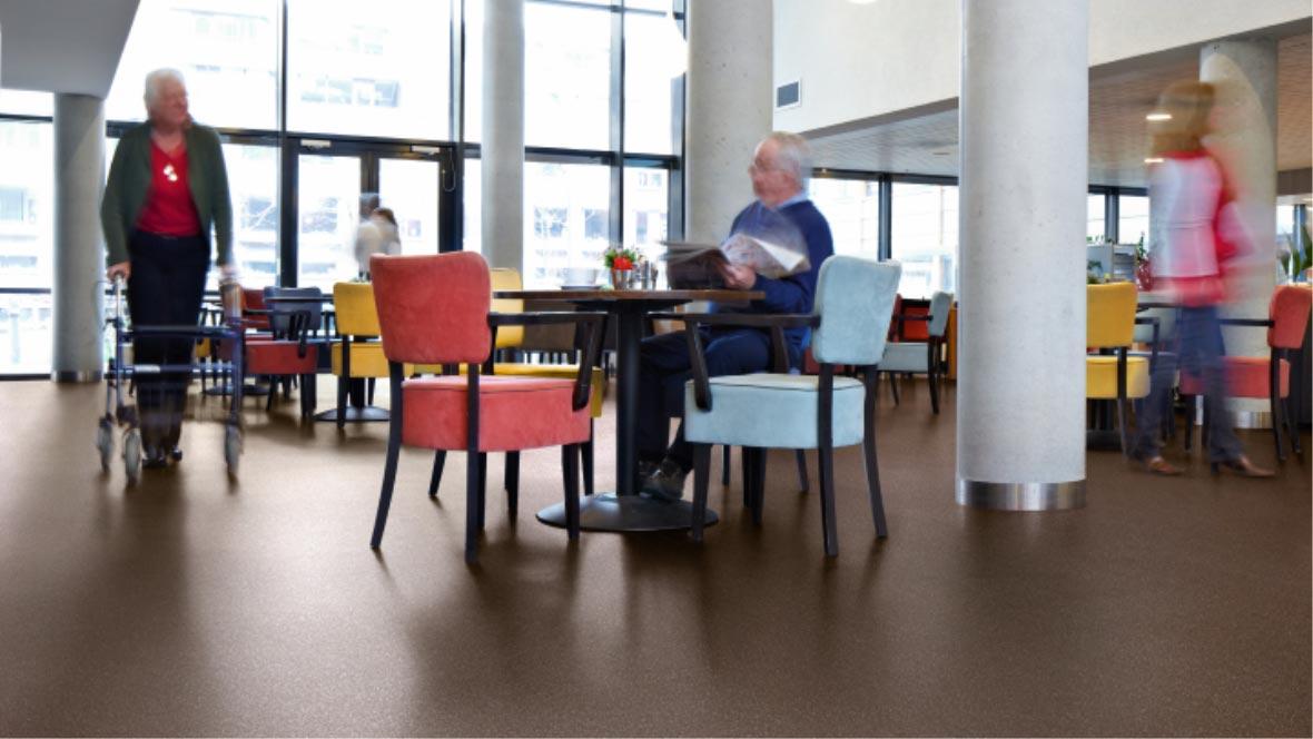 Sarlon von Forbo im Altenpflegebereich