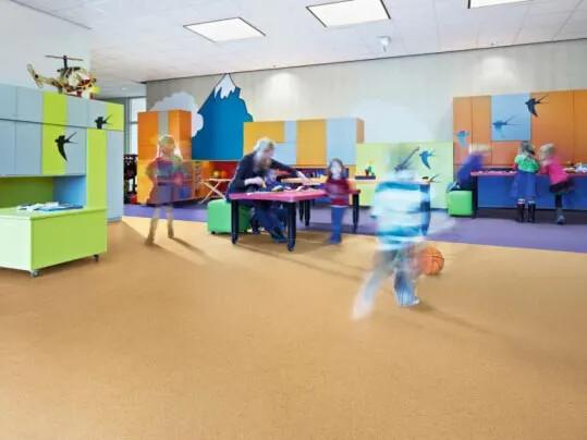 Sarlon acoustic wykładziny podłogowe akustyczne w placówkach edukacyjnych