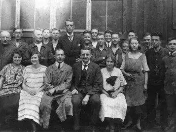 Company founder, Ernst Siegling (in middle at back) with his employees.